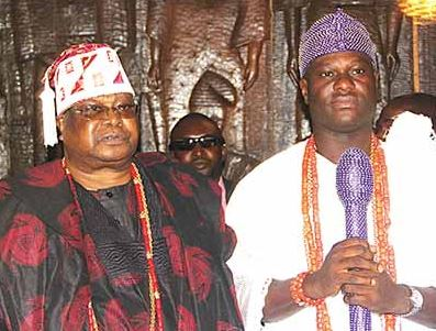 Oba Sikiru Kayode Adetona, the Awujale of Ijebuland (left) and Oba Adeyeye Enitan Ogunwusi, Ooni of Ife, during Ooni's royal visit to the monarch in Ijebu-Ode, 29 January 2016. (Image credit: Musilimu Aremu)