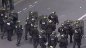 France labour dispute: Riot police in Paris battled protesterd, 26 May 2016