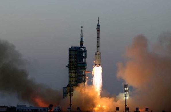 Shenzhou XI manned spacecraft blasts off from the Jiuquan Satellite Launch Center in Northwest China, Oct 17, 2016. [Photo by Feng Yongbin/chinadaily.com.cn]