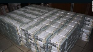 Nigeria's anti-corruption agency EFCC found $43 million cash in Lagos apartment, April 2017.