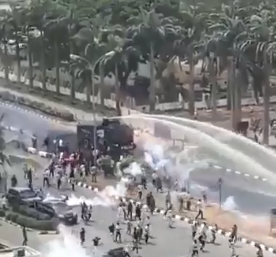 Protesting Shiite muslims clashed with the Nigerian Police Force in Abuja, 17 April 2018