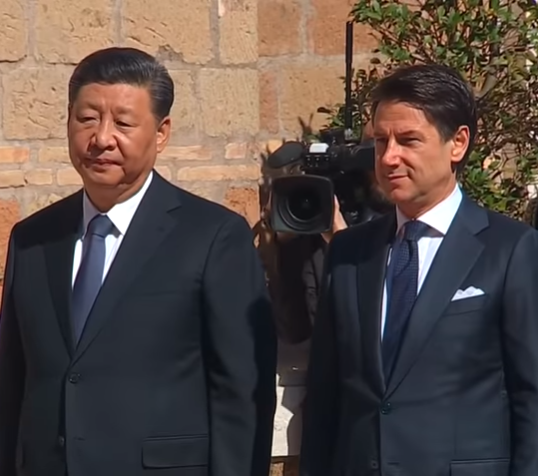 Chinese President Xi Jinping (L) and Italian Premier Giuseppe Conte
