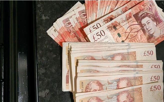 Pounds (£)