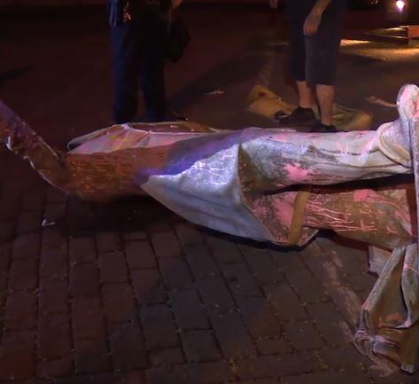 Statue of Confederate President Jefferson Davis torn & pulled down in U.S., 11 June 2020.